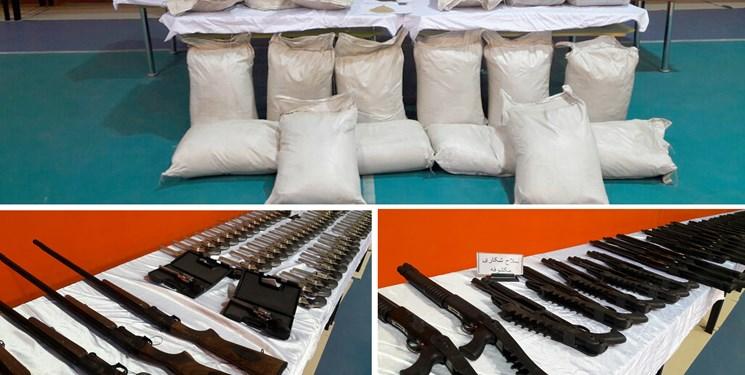 دستگیری عامل فروش سلاح و موادمخدر در کلاردشت/ کشف تجهیزات جنگی