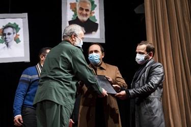 تجلیل از فرزندان شهید هستهای محسن فخریزاده در آیین بزرگداشت روز دانشجو در دانشگاه تهران
