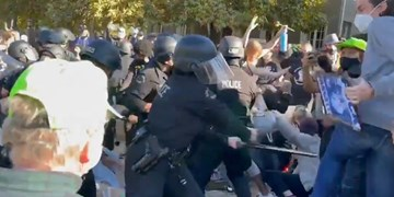 حمله پلیس لسآنجلس به معترضان