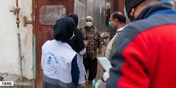 بسیجیان گالیکشی از بیماران روستایی در منزل مراقبت میکنند