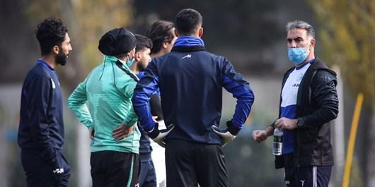 گزارش تمرین استقلال|کنایه فکری به بازیکنان: فعلا هستیم؛ ما را دوست داشته باشید/جلسه با بازیکنان جدید+تصاویر