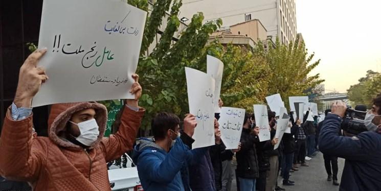 تجمع دانشجویان انقلابی در اعتراض به افزایش قیمتها | انتقاد تجمع کنندگان از ناکارآمدی دولت