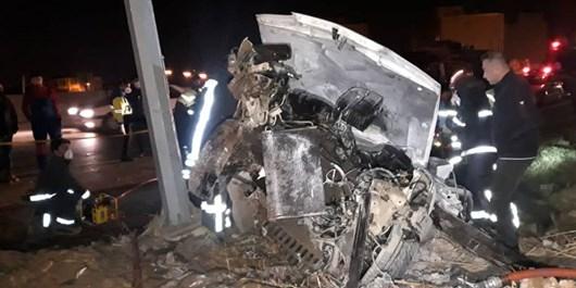 برخورد خودرو زانتیا با تیر برق دو نفر را به کام مرگ کشاند