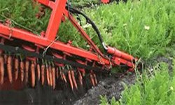 کشاورزی که با سواد ابتدایی ادوات کشاورزی میسازد