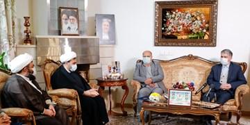 تکریم خانواده شهدای سلامت| صالحی: روحیه جهادی کادر درمان بارزترین شباهت با دفاع مقدس است