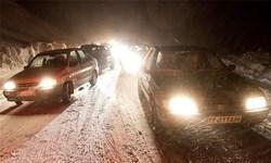 بارش برف در ارتفاعات هراز و فیروزکوه/ محورها لغزنده و ترافیک روانی دارد