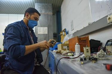 واحد الکترونیک نیروگاه وظیفه بازسازی دستگاه و نشانگر های دیجیتالی را برعهده دارند