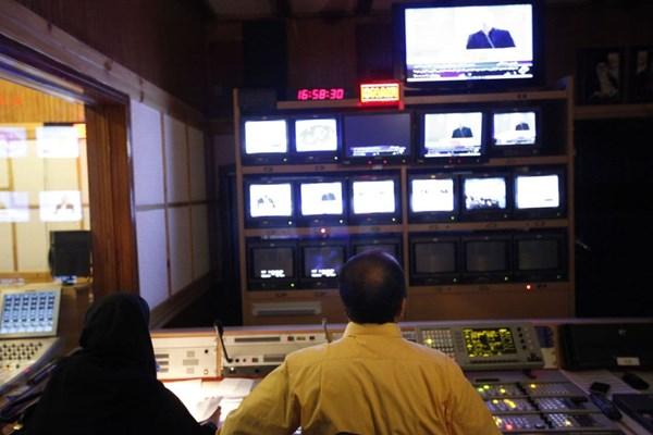 «مناظره» تلویزیون چگونه شکل گرفت؟|نبی: نه سانسور کردیم؛ نه باج دادیم/ مهمانان از حضور هم بی خبر بودند!