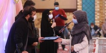تجلیل از پرستاران با حضور خانواده شهدای مدافع حرم در هیأت الرضا