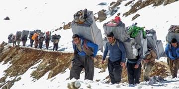 شغل ۶۰ درصد مرزنشینان غیررسمی است/ افزایش ۲۸درصدی غیررسمیها در دولت روحانی