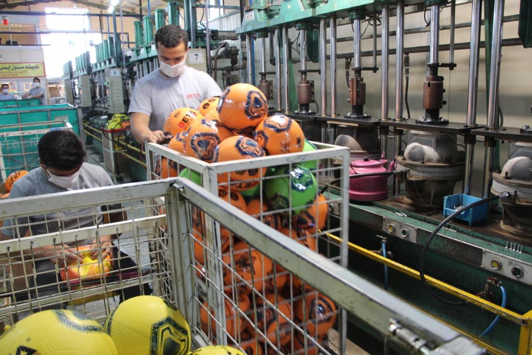 جوانی که در اوج تحریمها دومین کارخانه بزرگ توپ جهان را ایجاد کرد/ تکنولوژی چسب توپ را با لیوان یکبار مصرف وارد کشور کردم