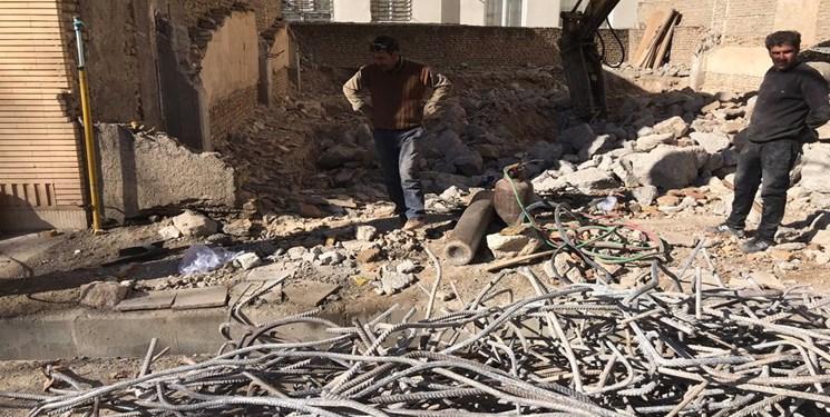 سقفی که رفت و حقی که بازپس گرفته شد/ ماجرای تخریب خانه مستمند ایلامی توسط بانک