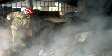مهار حریق گسترده کارخانه مصنوعات چوبی در جاده خاوران