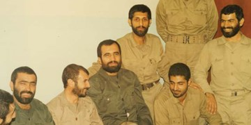 تصویر ۳۴ سال قبل حاج قاسم در جلسه سرنوشتساز جنگ