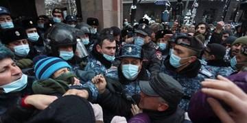 تداوم تظاهرات علیه پاشینیان مقابل پارلمان و اقامتگاه ریاست جمهوری