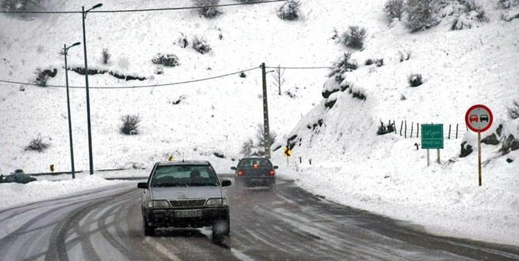 انسدادمقطعی جاده چالوس/ بارش برف و باران در گیلان و مازندران