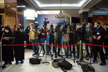 حضور اصحاب رسانه در محل اولین تزریق انسانی فاز یک مطالعات بالینی واکسن کرونای ساخت ایران