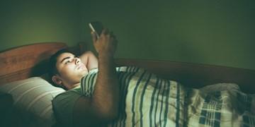 عوارض استفاده از گوشی پیش از خواب/ از افسردگی تا افزایش خطر ابتلا به سرطان