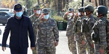 همزمان با افزایش تنشها؛ وزیر دفاع ترکیه از مرز سوریه دیدن کرد