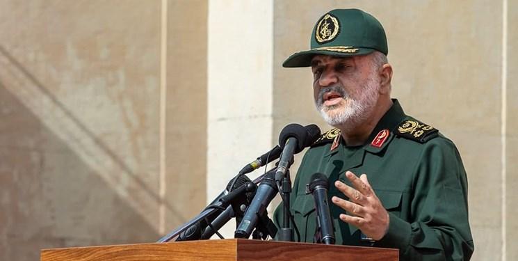 سرلشکر سلامی: دشمن بر «قائمه» نظام یعنی رهبر انقلاب متمرکز شده و هرچه ایشان بگویند جنجال راه میاندازند