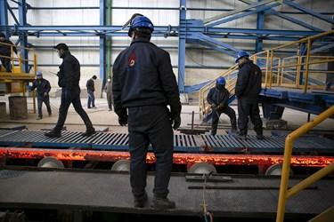 کارگران مجتمع فولاد  در بناب