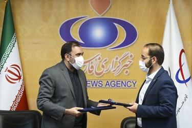 امضای تفاهمنامه بین گروه فنآوا و خبرگزاری فارس