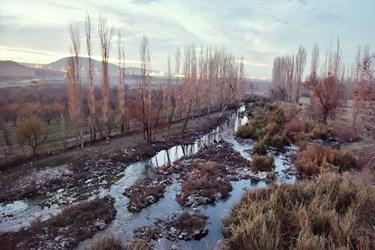 پل میربهاالدین غرق در زباله و باغ های اطراف این پل تاریخی
