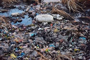 پل میربهاالدین غرق در زباله