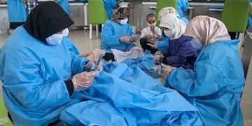 هنرمندی که ایام کرونا را وقف کارآفرینی برای زنان سرپرست خانوار کرد/ از تولید ماسک تا راهاندازی کارگاههای خیریه
