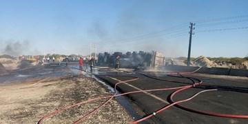 علت دود غلیظ در شرق بندرعباس/ واژگونی کامیون حامل سوخت در جاده میناب+فیلم و عکس