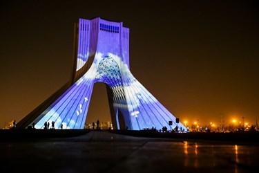 یادبود جانباختگان هواپیمای اوکراینی بر پیکره آزادی