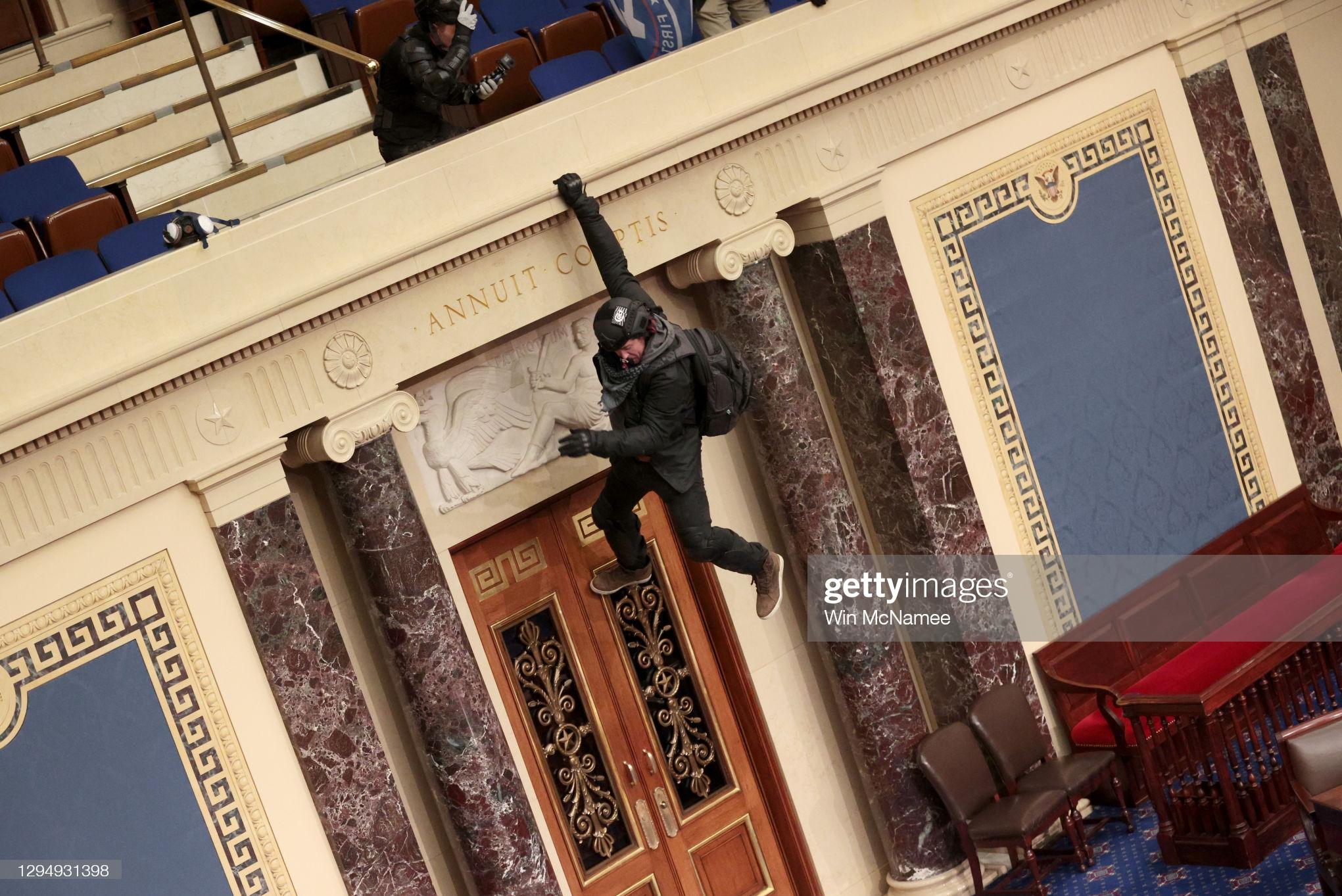 13991018000121 Test NewPhotoFree - بحران آمریکا| برقراری حکومت نظامی در واشنگتن؛ 4 نفر کشته شدند