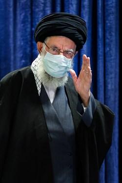 ورود حضرت آیتالله خامنهای رهبر معظم انقلاب به محل سخنرانی تلویزیونی به مناسبت سالروز قیام 19 دی مردم قم