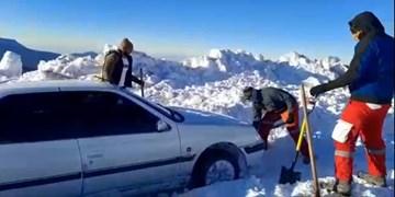 امدادرسانی به ۴۵ مسافر گرفتار در برف در استان سمنان