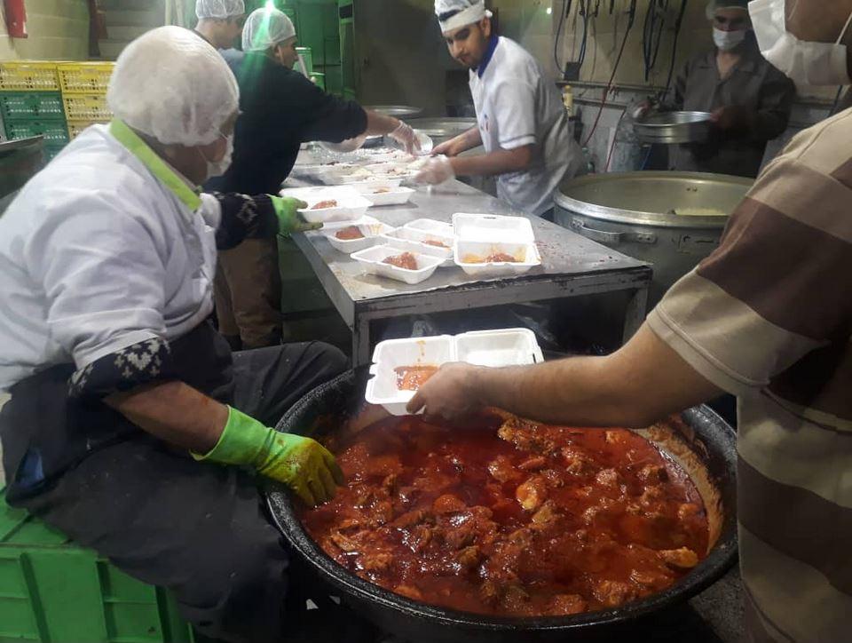 13991021000527 Test NewPhotoFree - سفره باربران بازار تهران رنگین میشود+عکس