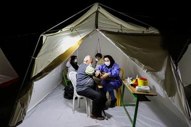 به دلیل مراجعه کنندگان بسیاری که گروه در شهر وحدتیه استان بوشهر داشت، حضورشان در محل در نظر گرفته شده بعدی که روستای گمارون شهرستان گناوه بود، به پاسی از شب کشیده شد.
