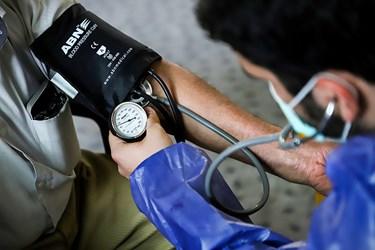 از تمامی مراجع کنندگان بالای 30 سال در مرحله غربالگری، تست فشار خون گرفته می شود.