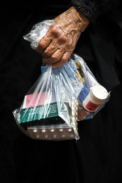 ارائه دارو رایگان مطابق با ویزیت پزشکان گروه، از دیگر خدمات گروه جهادی پزشکی شهید کاظمی آشتیانی ست.