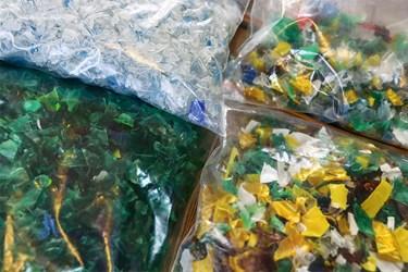 انواع پرک از جمله: پرک سفید، سبز و رنگی، که سفید برای الیاف مصنوعی، نخ، پلاستیک، سبز برای  تسمه های بسته بندی کارتن ، تولید موکت و رنگی برای الیاف مصنوعی، موکت بکار می رود.