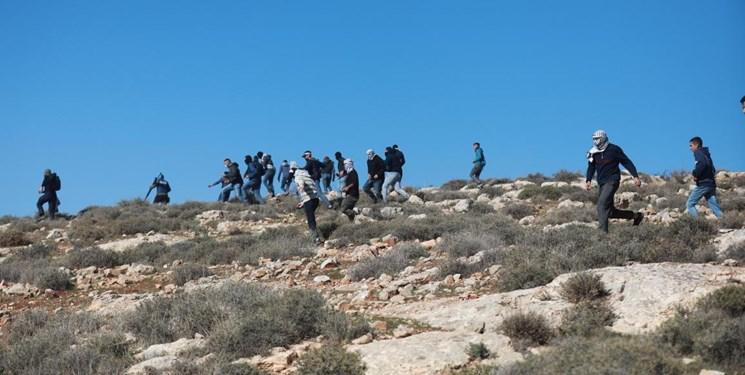 زخمی شدن 7 کارگر فلسطینی با گلوله نظامیان صهیونیست در کرانه باختری