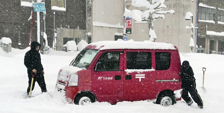 عکس و فیلم| برف دستکم ۱۰ ژاپنی را کشت و صدها زخمی بر جا گذاشت
