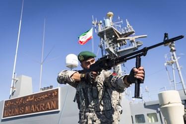 تکاوران نیروی دریایی ارتش جمهوری اسلامی ایران بر روی ناوبندر مکران
