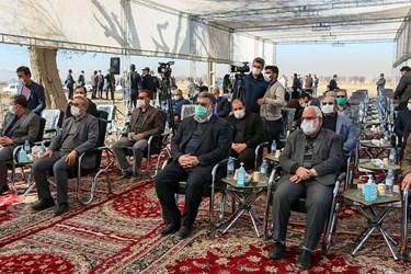 حضور محمد صادق معتمدیان استاندار مشهد در مراسم آغاز ساخت ۱۰۰۰ واحد مسکونی در حاشیه شهر