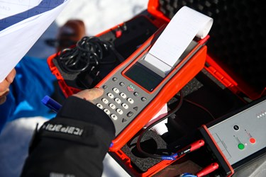 دستگاه ثبت زمان اسکی بازان در مسابقات بینالمللی اسنوبرد جانبازان و معلولین