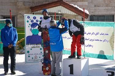 مراسم اهدای مدال در مسابقات بینالمللی اسنوبرد جانبازان و معلولین/ پیست اسکی دیزین
