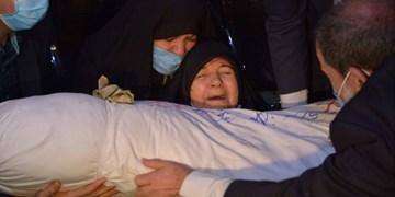 وداع مادرشهید اسلامشهری با فرزندش بعد از ۳۳ سال