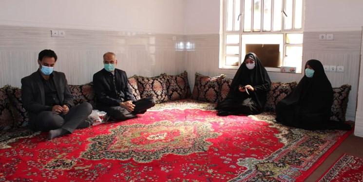 مسؤولان رودانی با خانواده شهدای مراسم تشییع سردار سلیمانی دیدار کردند