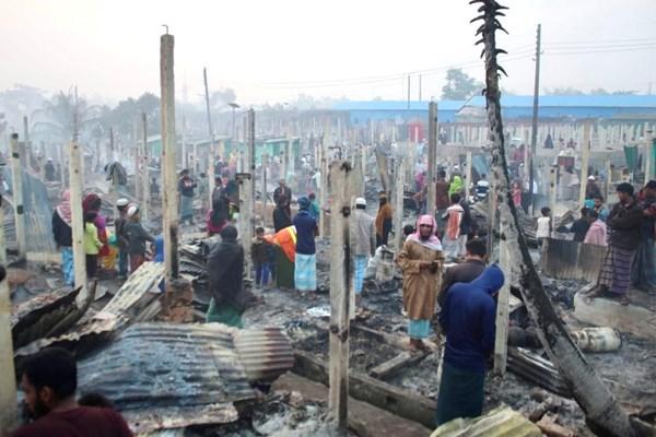13991025000615 Test PhotoL » مجله اینترنتی کوشا » تصاویر  مسلمانان روهینگیا آوارهتر شدند؛ سوختن اردوگاه هزاران پناهنده در بنگلادش 11