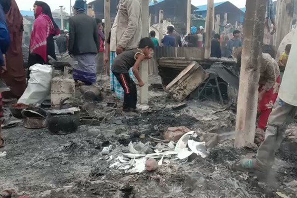 13991025000618 Test PhotoL » مجله اینترنتی کوشا » تصاویر  مسلمانان روهینگیا آوارهتر شدند؛ سوختن اردوگاه هزاران پناهنده در بنگلادش 7