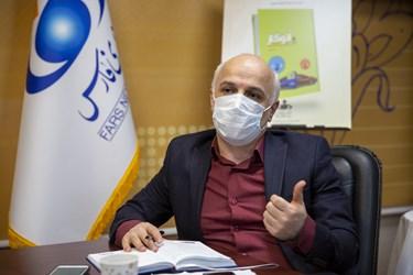 فریدون اسعدی رییس گروه انرژی مرکز پژوهش ها در آیین رونمایی از کتاب اتوگاز